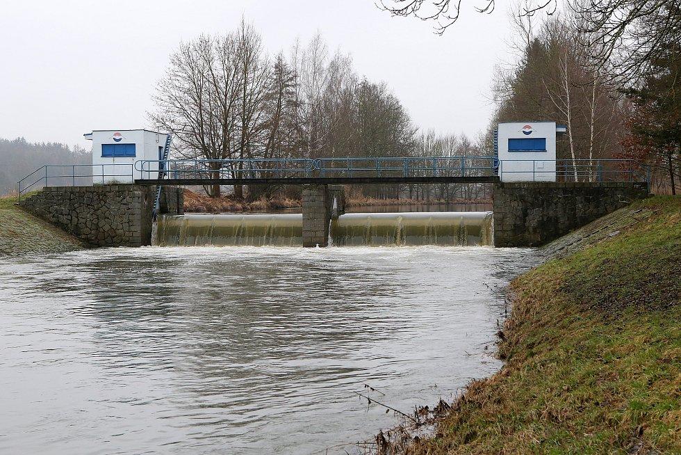 zvednutá hladina řeka Úhlava jez Jíno Červené Poříčí
