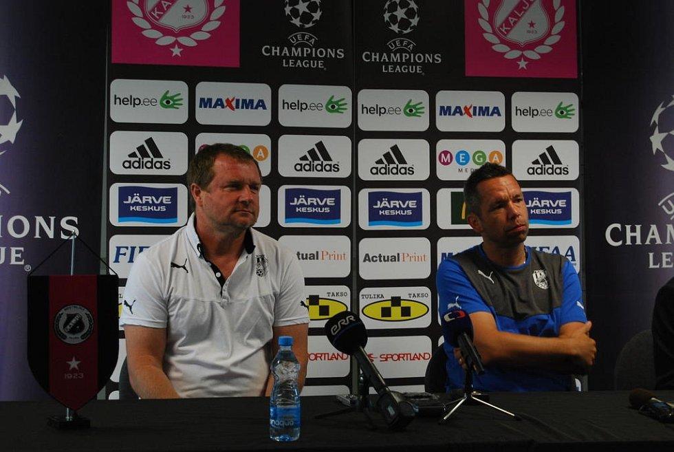Pavel Vrba a Pavel Horváth na tiskové konferenci v Tallinnu