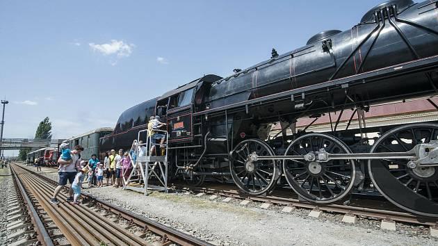 I letos se budou lidé díky Industry Open moci svézt historickým vlakem. Program festivalu nabídne čtyři vyjížďky do vlakového depa a čtyřikrát se pojede do areálu plzeňské Škodovky.