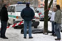 Muž zemřel v Blatenské ulici na Slovanech. Podle policie byl vážně nemocný