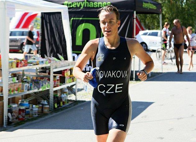 Ochutnávku Gigathlonu, terénní triatlon, si v Plzni  nenechal ujít reprezentant Přemysl Švarc. Vítězství v individuálním závodě si vybojovali Vlastimil Šroubek mladší a Eva Potůčková – Nováková (na snímku).