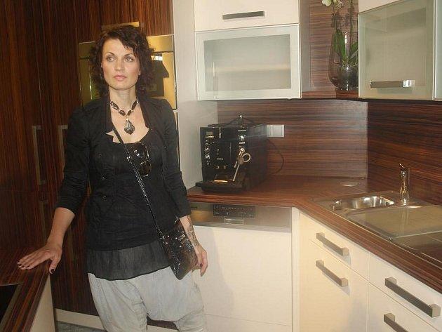 Stylistka Dita Nosková v novém plzeňském designovém showroomu