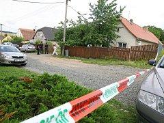 Tragédie v Tymákově - mrtví manželé ve vlastním domě. Kdo zde vraždil?