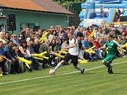 Fotbalové utkání mezi Kozojedy a Vysokou Libyní, které bylo v rámci projektu Můj fotbal živě přenášeno Českou televizí, diváky bavilo.