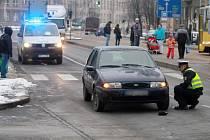 Na náměstí Míru srazilo auto dvě školačky