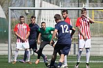 Superligová Plzeň (na archivním snímku hráči v modrém) prohrála s Pardubice 4:8.