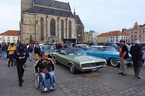 Loni uspořádal US Car Friends charitativní akci na plzeňském náměstí.