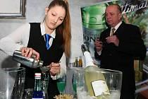 Denise Vašíčkové se během středeční soutěže v šejkrování, která se konala v plzeňském klubu Pantheon, třásly ruce