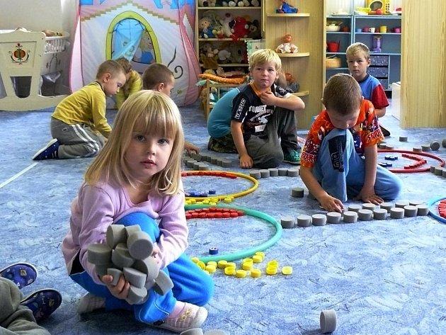 Během tototo školního roku začne výuka angličtiny pro nejmenší v Mateřské škole ve Vochově.  Do prostor mateřinky bude pravidelně docházet kvalifikovaná lektorka, která povede výuku v kroužku formou hry