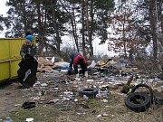 Úklid odpadků v okolí Nýřan
