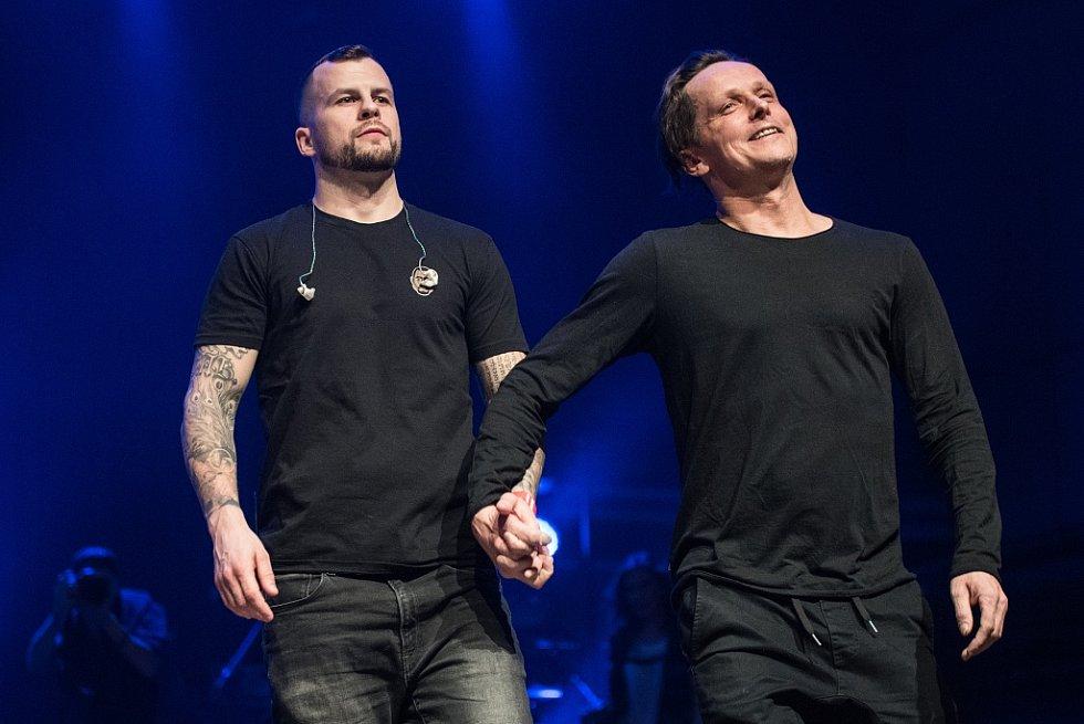Vyhlášení hudební ankety Žebřík 2015 - třetí místo ve skupině roku získali Chinaski