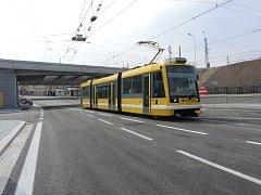 V pátek  už Mikulášskou ulicí projížděly tramvaje, od soboty  tu mohou znovu začít jezdit auta a veškerá ostatní doprava.