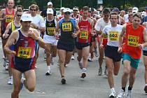 Pětasedmdesát  běžců  se v neděli vydalo za  úmorného vedra na trať   prvního ročníku Plzeňského maratonu