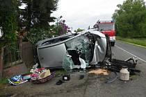 Následky dopravní nehody u Vsi Touškov