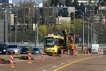 Rekonstrukcí tramvajové trati začala dvouletá rekonstrukce mostu generála Pattona v centru Plzně.
