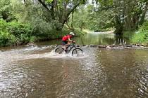 Milovníci náročné terénní cyklistiky si přišli na své.
