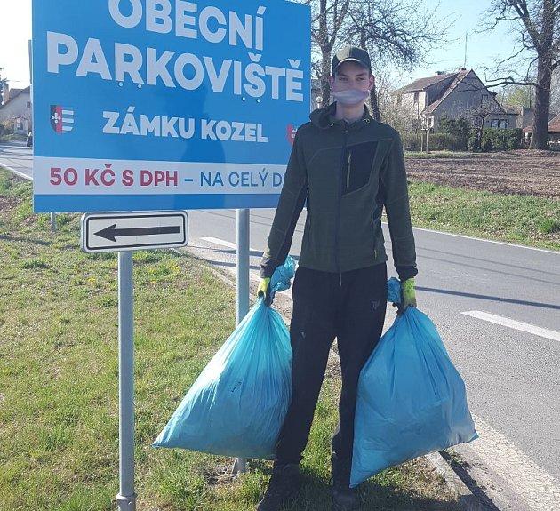 Dobrovolníci uklízeli ve Šťáhlavicích a okolí.