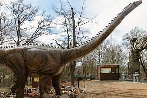 DinoPark rozšířil model obřího diplodoka.