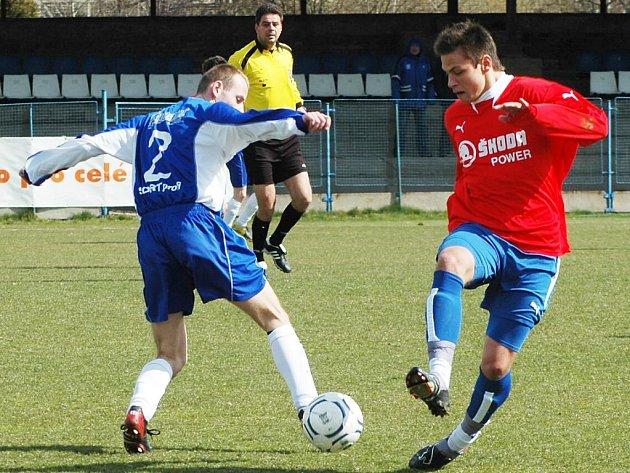 Velkou šanci Viktorie Plzeň B měl v utkání v Mladé Boleslavi záložník Jakub Dvořák (vpravo), jehož oblouček skončil na řevně domácí branky.