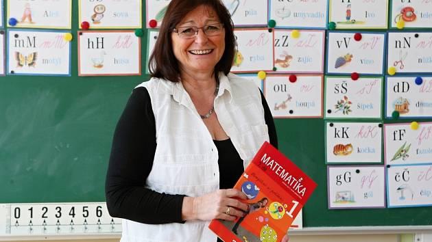 Nejraději Hana Stýblová, která je ředitelkou božkovské základní školy, učí matematiku. Za sebou má 34 let pedagogické praxe. Tvrdí, že dobrý učitel by se měl stále vzdělávat, a proto na sobě stále pracuje a vyžaduje totéž od svých kolegů.