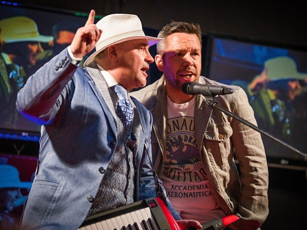 Michal David a Pavel Horváth v Plzni před promítáním nového filmu Decibely lásky