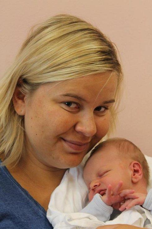 Antonín Touš (3,32 kg, 50 cm) se narodil 18. června ve 21:36 v plzeňské fakultní nemocnici. Ze svého prvorozeného syna se raduje maminka Eva a tatínek Ondřej z Plzně