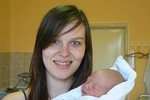 Adámek (3 kg, 50 cm), který přišel na svět 17. ledna ve 21.20 hod. v Mulačově nemocnici, je prvorozeným synem Martiny Bílkové a Jana Kopejtka z Plzně. Tatínek se účastnil porodu a podle maminky byl prý úžasný