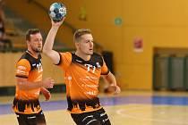 Daniel Režnický (s míčem).