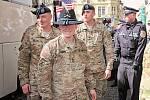 Přivítání amerických vojáků před plzeňskou radnicí