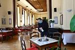 Příprava otevření restaurací.