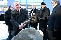 Slavnostní poklepání základního kamene nové budovy Ústavu umění a designu