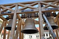 Zvonice na náměstí Republiky se třemi zvony - Janem, Marií a Hroznatou