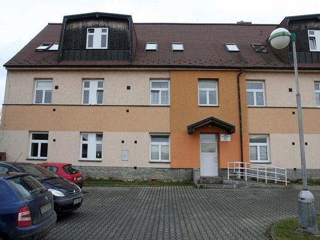 Dům v Zábělské ul. 43 zatím slouží jako azylový, od ledna bude sloužit pro bydlení s pečovatelskou službou