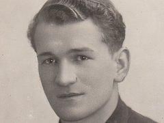 Nejlepší hráč utkání Viktoria – Čechy záložník Vladimír Bína.V plzeňském celku působil patnáct let (1932 – 1947)