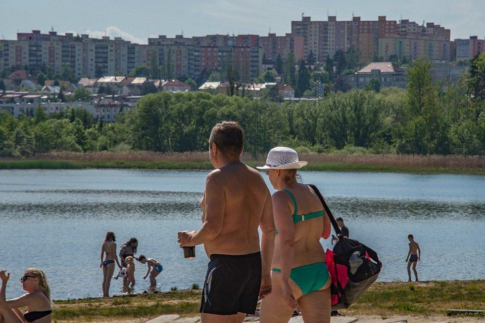 Horké dny tráví mnoho Plzeňanů u Boleváku.