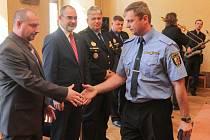 Strážnici městské policie si převzali ocenění z rukou primátora