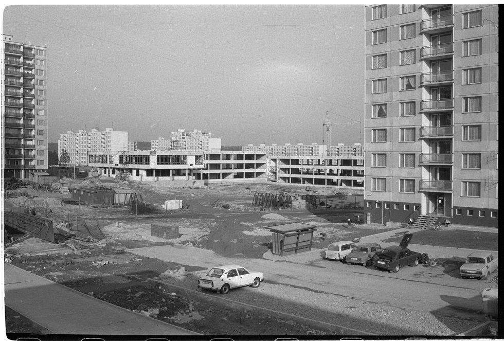 Lochotínské sídliště rok 1977. Pohled od Gery do ulice Elišky Krásnohorské