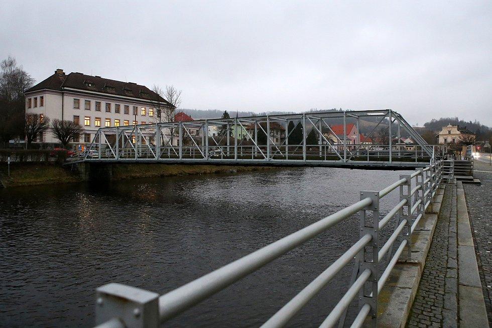 zvednutá hladina řeka Otava Sušice nábřeží most 28. října