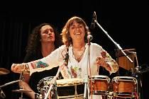 Bára Hrzánová se svou skupinou Condurango