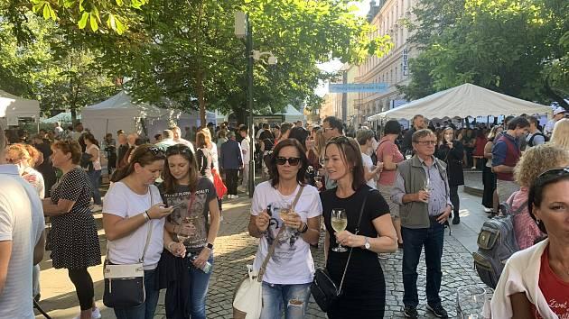 Ochutnat vynikající vína dorazilo v pátek a v sobotu do Kopeckého sadů více než tři tisíce návštěvníků.