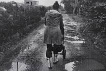 Tento snímek vznikl během čtvrtého dne, který Guillaume Chauvin strávil se Soňou, matkou na mateřské dovolené. Kromě Soni fotografoval Francouz běžný život šestnácti dalších Plzeňanek a Plzeňanů všech možných profesí