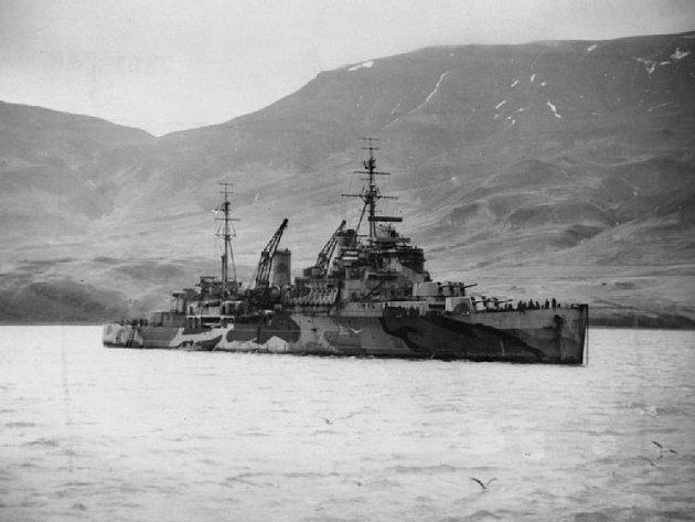 Britský křižník Trinidad, na němž letec Bohuslav Zikmund zahynul spolu s dalšími československými piloty