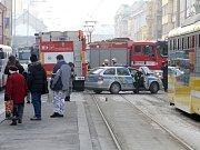 Nedaleko křižovatky U Práce srazil hasičský vůz, který jel k zásahu, chodce. Ten na místě zemřel