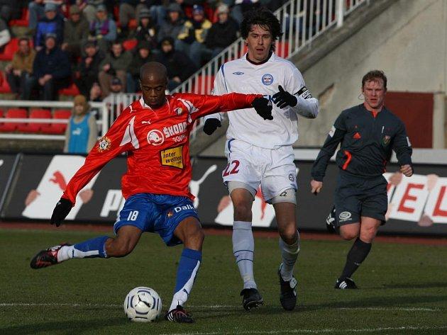 Ludovic Sylsvestre (vlevo), nová posila Viktorie Plzeň, se podílel na konečném výsledku jedním gólem