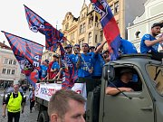 Oslavy fotbalistů FC Viktoria Plzeň a jejich fanoušků na náměstí Republiky v Plzni