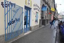 Někteří obchodníci si ze strachu pořídili mříže