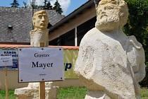 Tuto sochu při minulém sympoziu (2009) vytvořil Němec Gustav Mayer. Letos bude jako ostatní dělat anděla