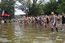 Společný start všech účastníků závodu se uskuteční na pláži Boleveckého rybníka.