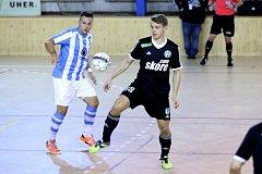 Tomáš Štverák v modrobílém dresu.