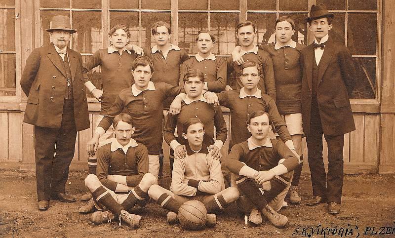 První společná fotografie Viktorie Plzeň z roku 1911.